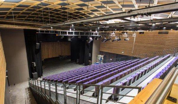Pierre Vaneck venue Antipolis Théâtre d'Antibes